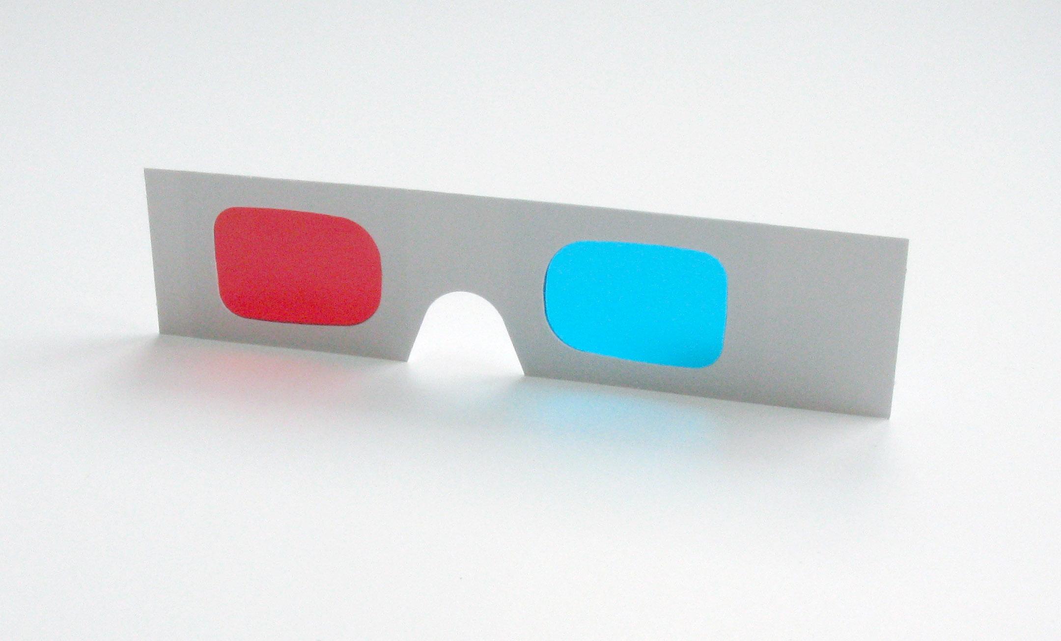 e5041634019675 Rood cyaan kartonnen 3D brillen in de hand